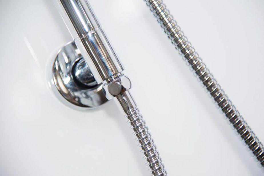 Essence White Shower Rail